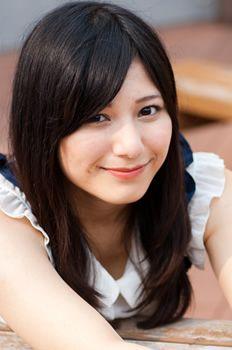 黒髪の菊池梨沙さん